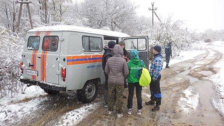 Из-за сильного снегопада в горах Крыма эвакуировали группу туристов (ФОТО), фото-3