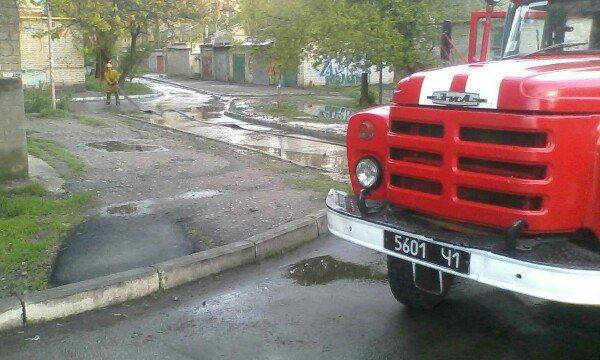 Улицу в городе затопило так, что пришлось вызывать спасателей, фото-3