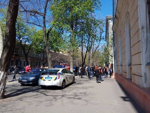 Одесса под прицелом телефонных террористов: Заминировали все корпусы университета Мечникова (ФОТО, ВИДЕО), фото-5