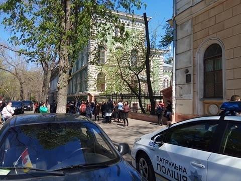 Одесса под прицелом телефонных террористов: Заминировали все корпусы университета Мечникова (ФОТО, ВИДЕО), фото-4