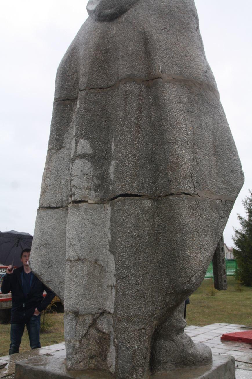В Загоскине разрушается памятник воину-освободителю, фото-1