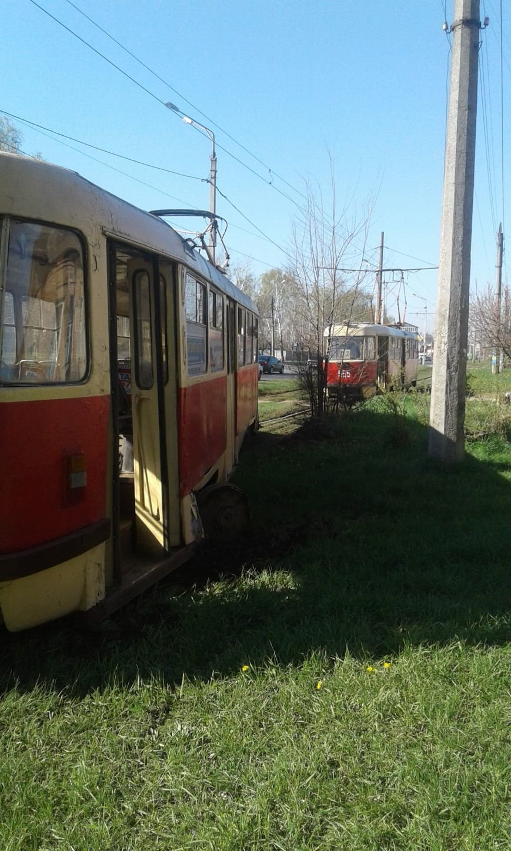 На Шевченко трамвай сошел с рельсов и врезался в столб. Есть пострадавшие (ФОТО), фото-1