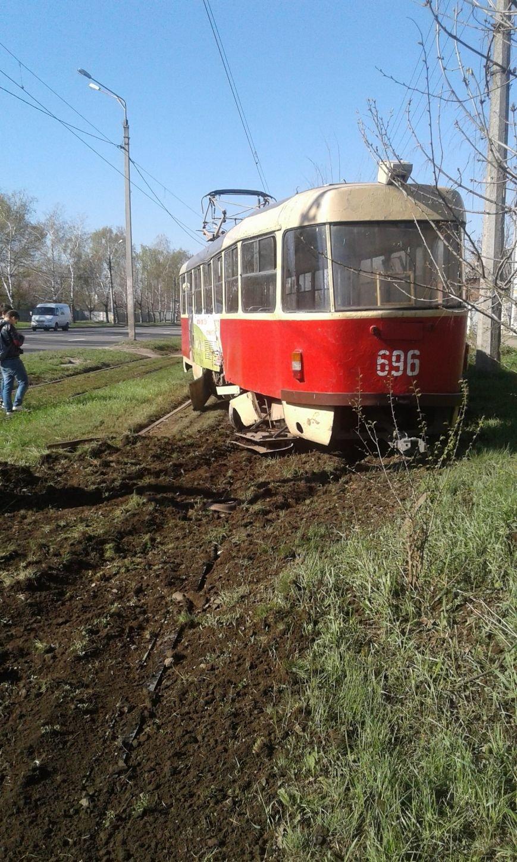 На Шевченко трамвай сошел с рельсов и врезался в столб. Есть пострадавшие (ФОТО), фото-2