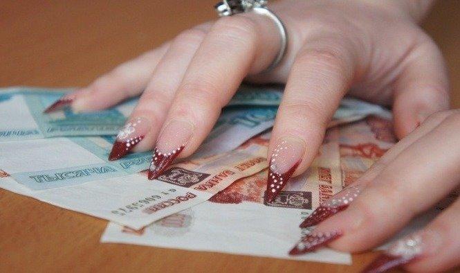 У Мукачеві 25-річна няня викрала з будинку, у якому працювала, велику суму грошей, фото-1