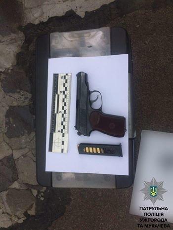 В Ужгороді на Плєханова чоловік з пістолетом погрожував фізичною розправою своєму знайомому: фото, фото-1
