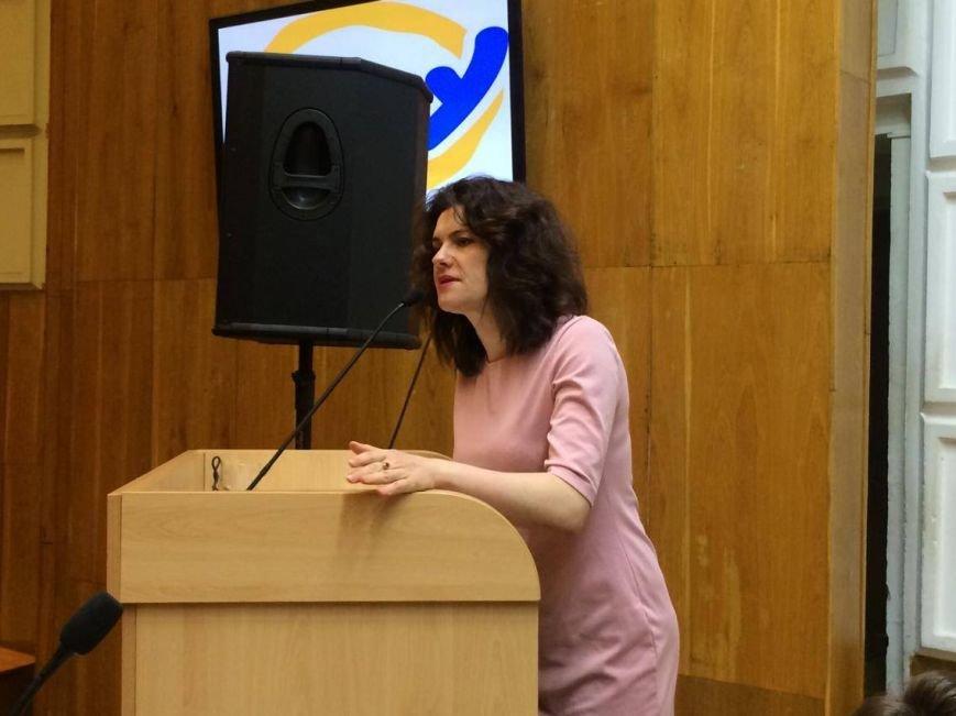 В Мариуполь завезли 7 тонн книг о разных периодах истории Украины (ФОТО, ВИДЕО), фото-1
