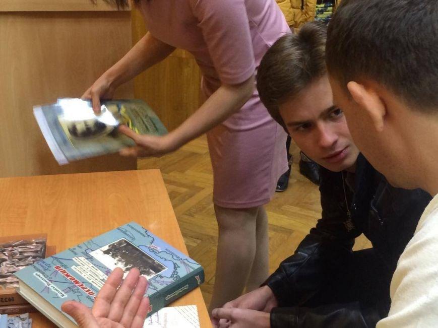 В Мариуполь завезли 7 тонн книг о разных периодах истории Украины (ФОТО, ВИДЕО), фото-2