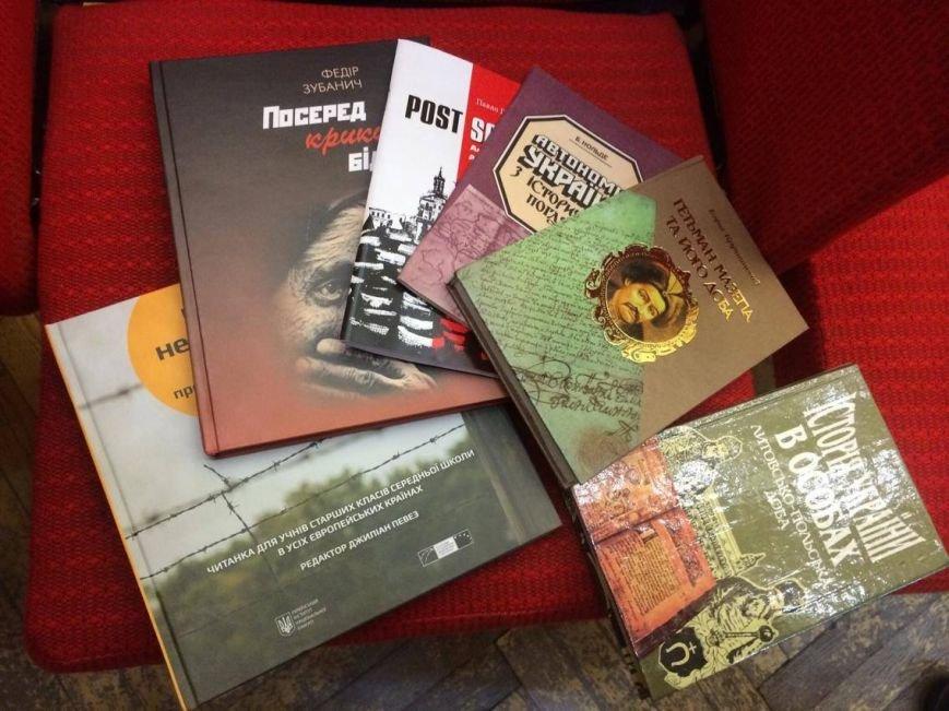 В Мариуполь завезли 7 тонн книг о разных периодах истории Украины (ФОТО, ВИДЕО), фото-5