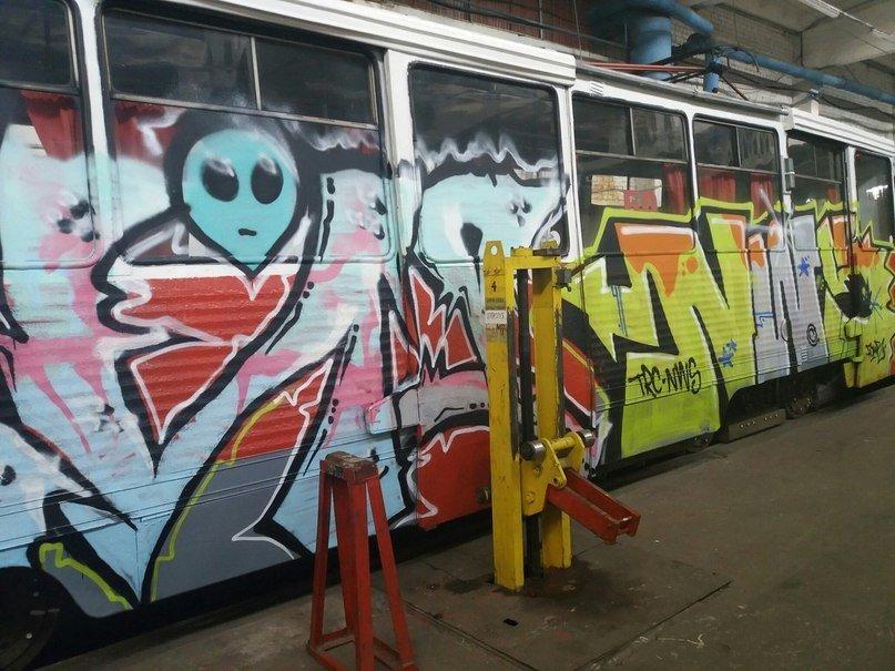 В Старом Осколе неизвестные разрисовали трамваи: в полицию никто не обращался, фото-1