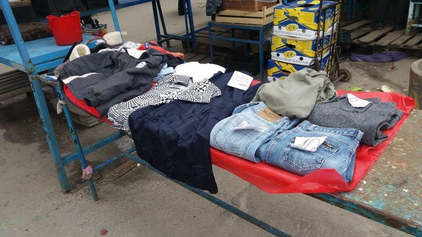 Выбрасывай правильно: куда и за сколько в Запорожье можно отдать ненужную одежду, – ФОТО, фото-1