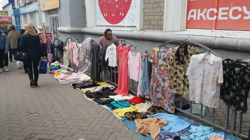 Выбрасывай правильно: куда и за сколько в Запорожье можно отдать ненужную одежду, – ФОТО, фото-2