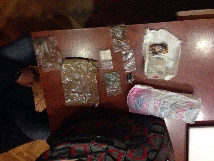 Прокуратура розповіла деталі затримання наркодилерів на Ужгородщині: фото, фото-2