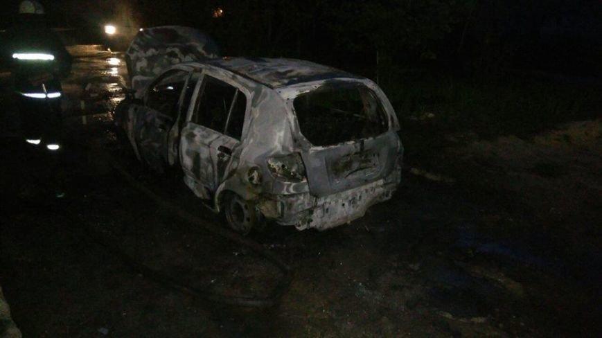 В Покотиловке во двор жилого дома кинули гранату. Сгорели две иномарки (ФОТО), фото-1