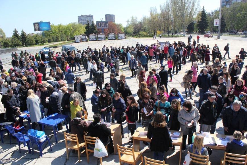 Мариупольцы искали на площади работу своей мечты (ФОТО), фото-1