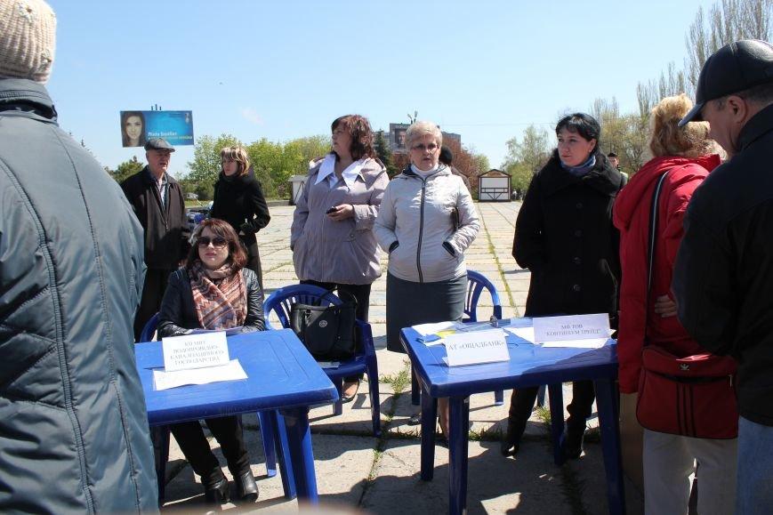 Мариупольцы искали на площади работу своей мечты (ФОТО), фото-11