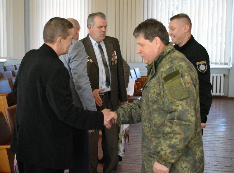 Полицейские Покровска поздравили своих коллег ветеранов-чернобыльцев, фото-4