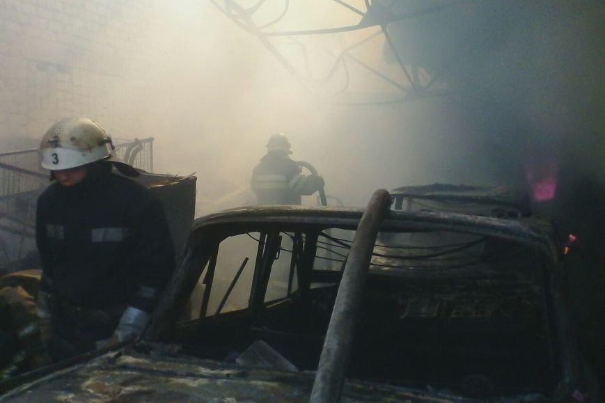 На проспекте Дзюбы горят гаражи с машинами (ФОТО), фото-4