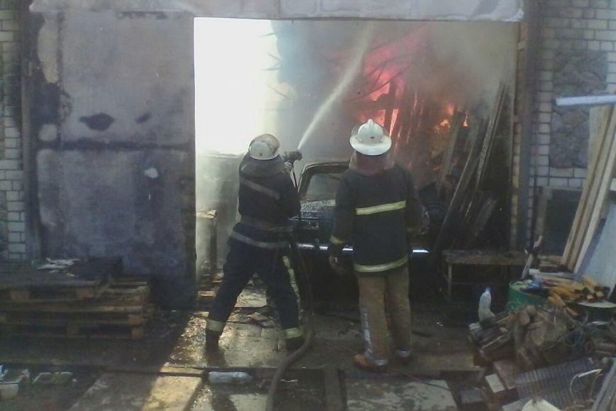 На проспекте Дзюбы горят гаражи с машинами (ФОТО), фото-3