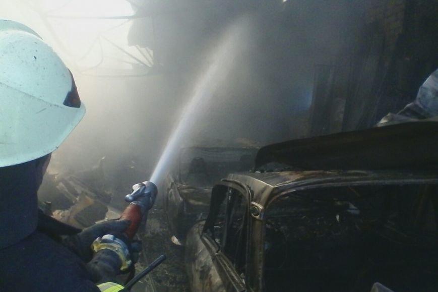 На проспекте Дзюбы горят гаражи с машинами (ФОТО), фото-2