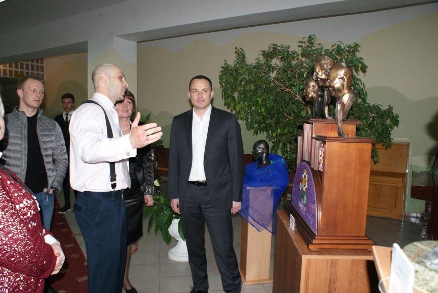 В школе Каменского открылась выставка известного скульптора, фото-4