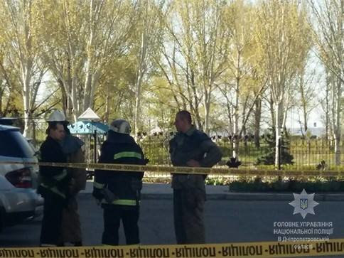 Полиция Каменского расследует взрыв возле «Монтаны», фото-4