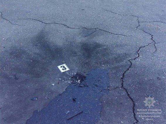 Полиция Каменского расследует взрыв возле «Монтаны», фото-3