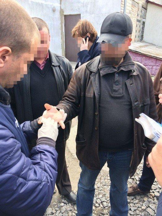 На Хмельниччині СБУ затримала на хабарі посадовця однієї з територіальних громад, фото-1