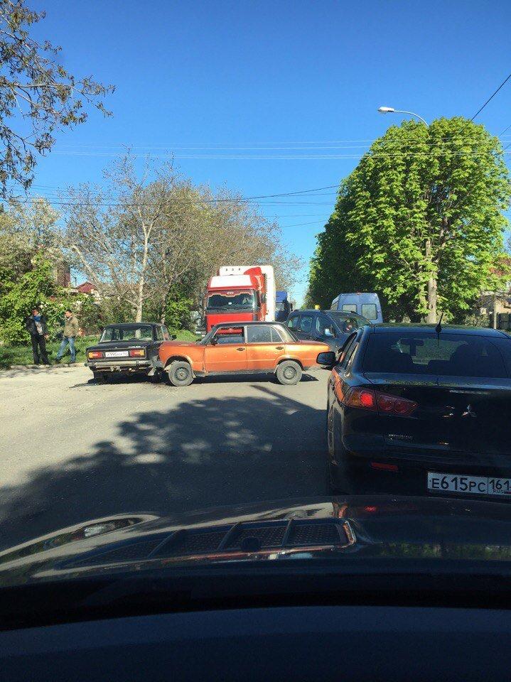 С утра Симферополь встал в больших пробках из-за нескольких ДТП (ФОТО), фото-1
