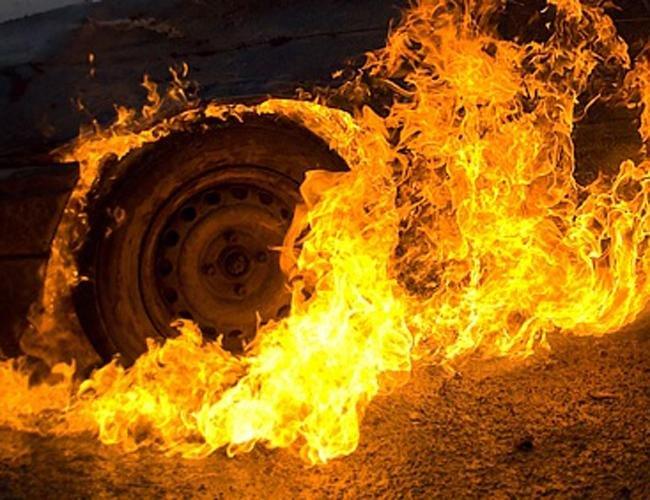 На Ужгородщині згоріло авто за півмільйона гривень, фото-1