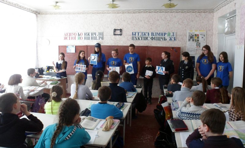 Покровские полицейские обучали местных учеников дорожной грамоте, фото-1