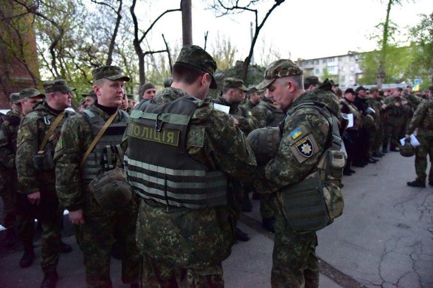 В Мариуполе полицейские провели спецоперацию по задержанию участников НВФ, фото-4
