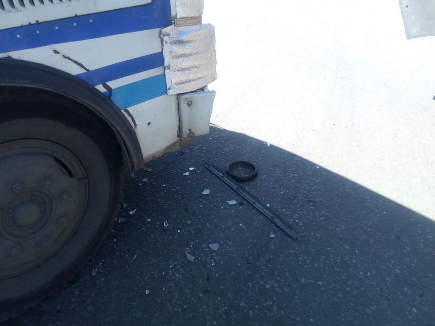 В Мирнограде рейсовый автобус ПАЗик с пассажирами протаранил «Hyundai», фото-2