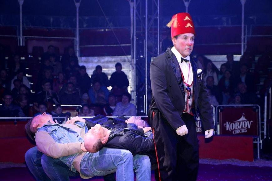 Итальянский цирк поражал мариупольцев слонами, тиграми и мужским акробатическим шоу (ФОТО, ВИДЕО), фото-3