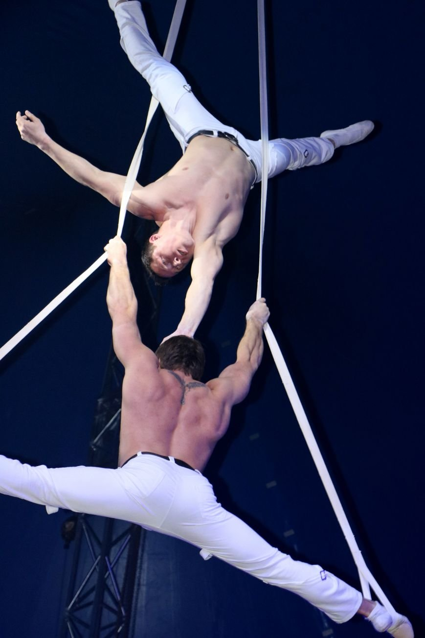 Итальянский цирк поражал мариупольцев слонами, тиграми и мужским акробатическим шоу (ФОТО, ВИДЕО), фото-1