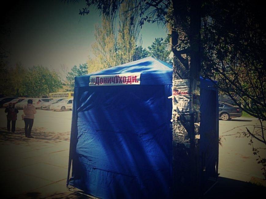 В Симферополе установили палатки, в которых собирают подписи за отставку ректора КФУ (ФОТО), фото-2