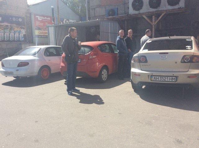 """В Мариуполе сотрудникам магазина """"Зеркальный"""" не отдают оборудование, товар и личные вещи, фото-1"""