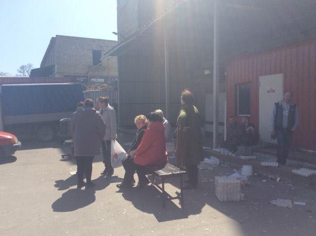 """В Мариуполе сотрудникам магазина """"Зеркальный"""" не отдают оборудование, товар и личные вещи, фото-5"""