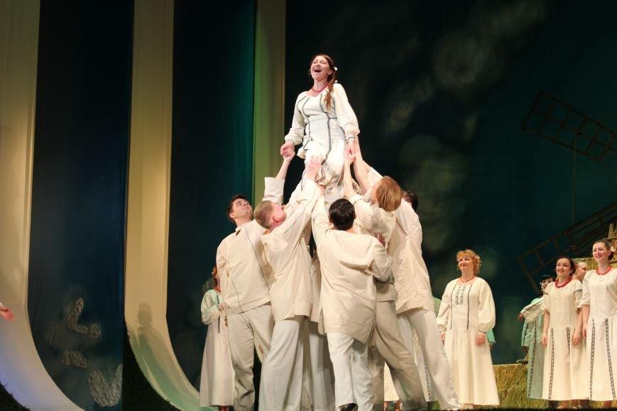 В каменском театре поведали о преданных женщинах и слабых мужчинах, фото-14