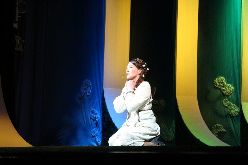 В каменском театре поведали о преданных женщинах и слабых мужчинах, фото-1