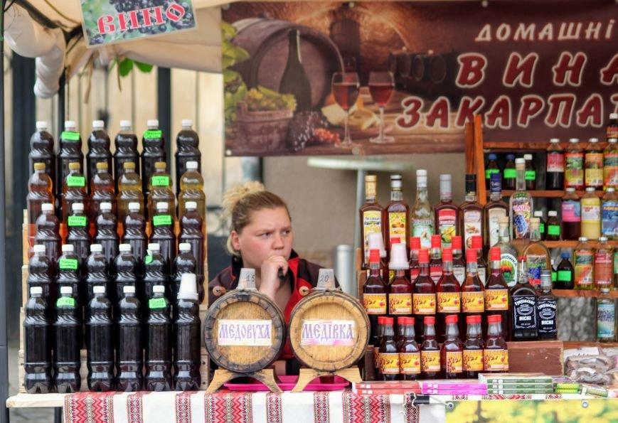 """""""Сонячний напій"""" в Ужгороді: ціни, затори та вино (ФОТОРЕПОРТАЖ), фото-10"""