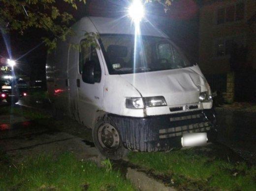"""На Ужгородщині п'яний водій за кермом """"Сітроєна"""" злетів з траси і врізався у паркан: фото, фото-4"""