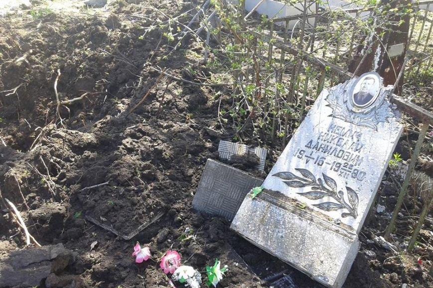 Оккупанты обстреляли изГрадов кладбище вПопасной