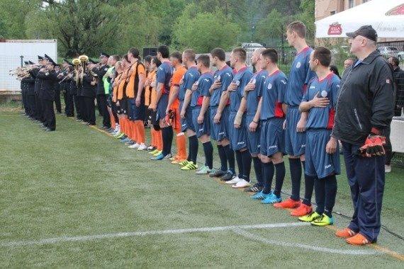 Поліцейські Закарпаття обіграли у футбол колег з Донеччини з рахунком 6:5 - відео, фото-1