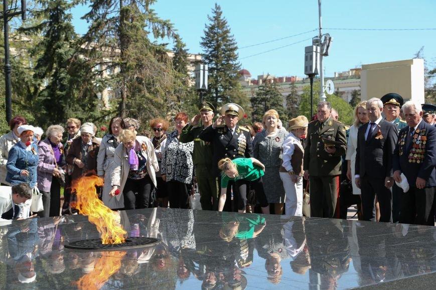 По Соборной площади прошли школьники в военной форме, фото-1