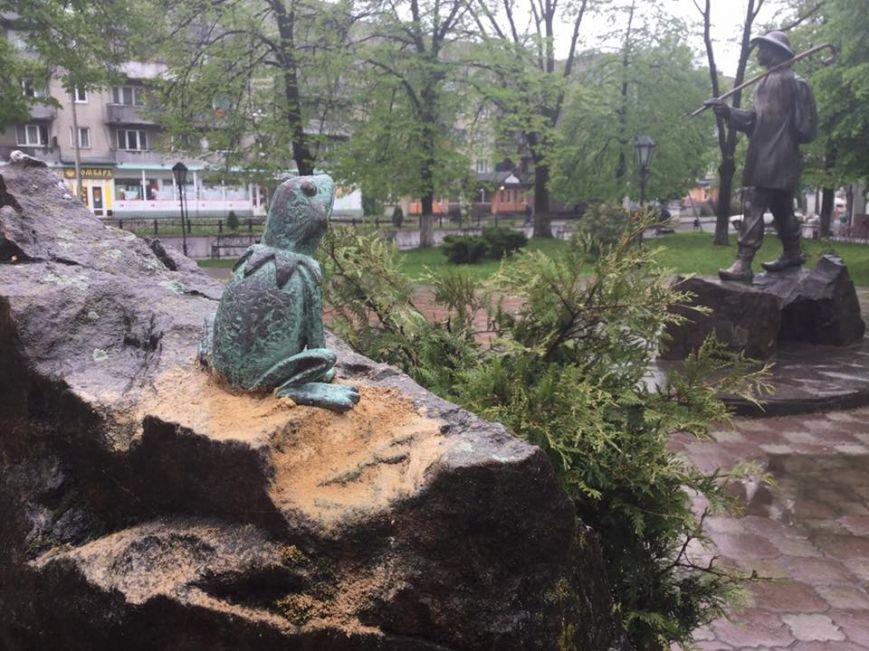 У Перечині встановили першу міні-скульптуру - Жабу: фото, фото-4