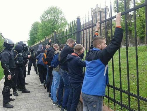 З'явилися фото з місця масової бійки фанатів у Львові (ФОТО), фото-3