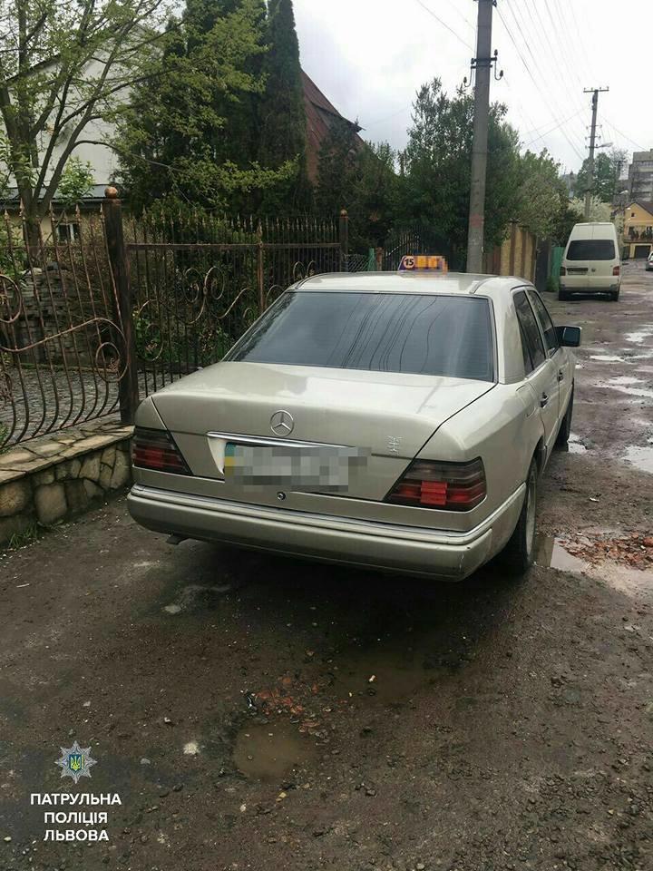 Патрульні затримали у Львові двох таксистів із ознаками наркотичного сп'яніння (ФОТО), фото-2
