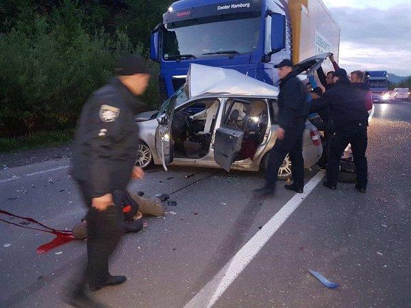 Закарпатські рятувальники розповіли деталі смертельної ДТП на Свалявщині: фото, фото-2