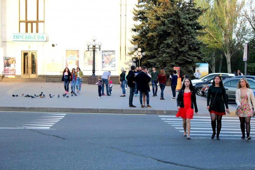 Мариупольцы отметили 1 мая: с шашлыком, украинскими флагами и советскими песнями (ФОТО), фото-25