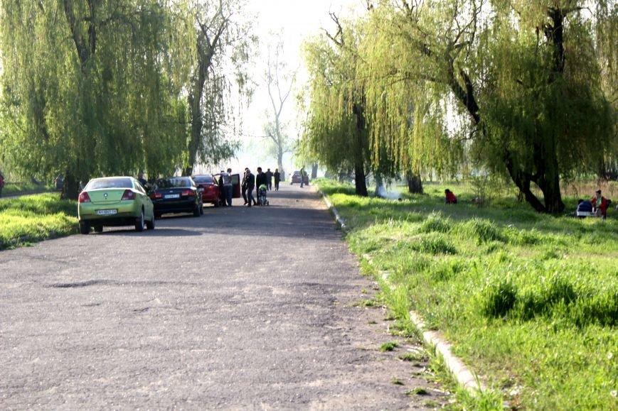 Мариупольцы отметили 1 мая: с шашлыком, украинскими флагами и советскими песнями (ФОТО), фото-10